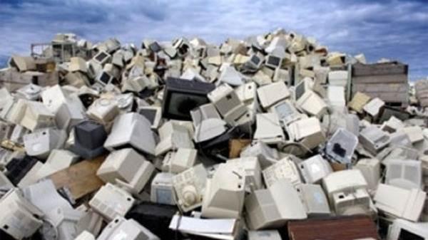 في إطار مبادرة هي الأولى من نوعها في أوروبا، وضعت مكبّات لنفايات التكنولوجيا المتقدمة (أي الأجهزة الكهربائية والإلكترونية) في أحياء مدن في شمال شرق إيطاليا، بحسب ما كشف القائمون على هذا المشروع الذي يقدر بحوالي 5 ملايين يورو.